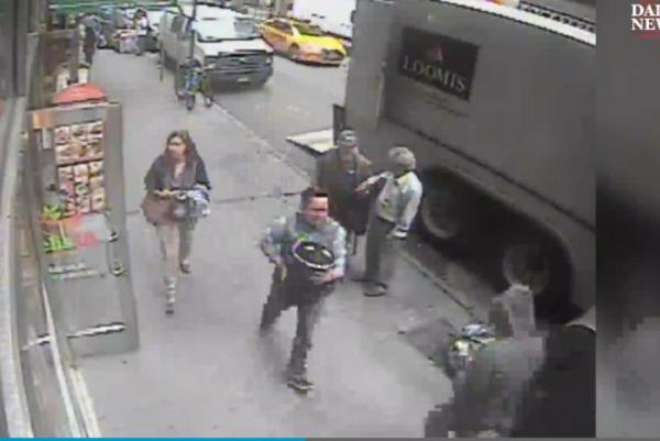 Thief-casually-walks-off-with-16M-bucket-of-gold-in-New-York