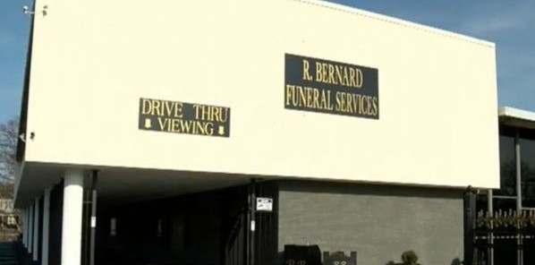 Memphis-funeral-home-offers-drive-through-viewings