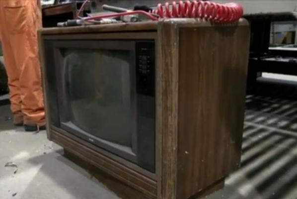 Recycling-plant-worker-finds-100000-stashed-inside-30-year-old-TV