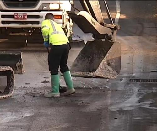 Oregon-crews-deal-with-sticky-mess-after-glue-truck-crash