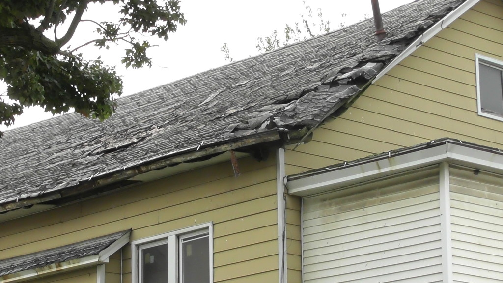 Wallyboe's roof damage