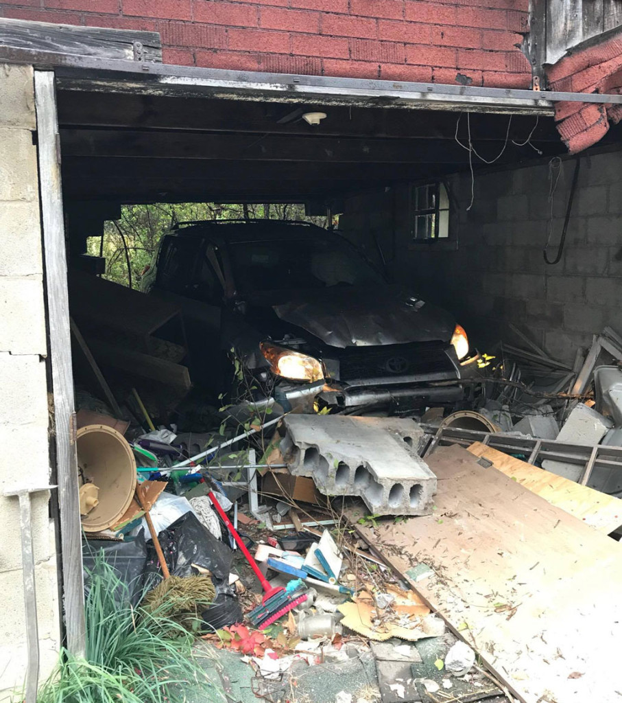 vehicle-garage-crash