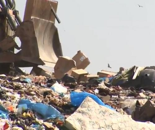 Sanitation-workers-recover-100000-worth-of-jewelry-from-landfill