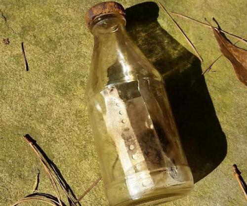 Kayaker-finds-authors-of-30-year-old-message-in-a-bottle