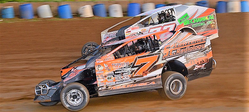 Mike Maresca makes the winning pass of Jim Rasey to score his second consecutive win at Tri-City Sunday (Rick Rarer Photo)