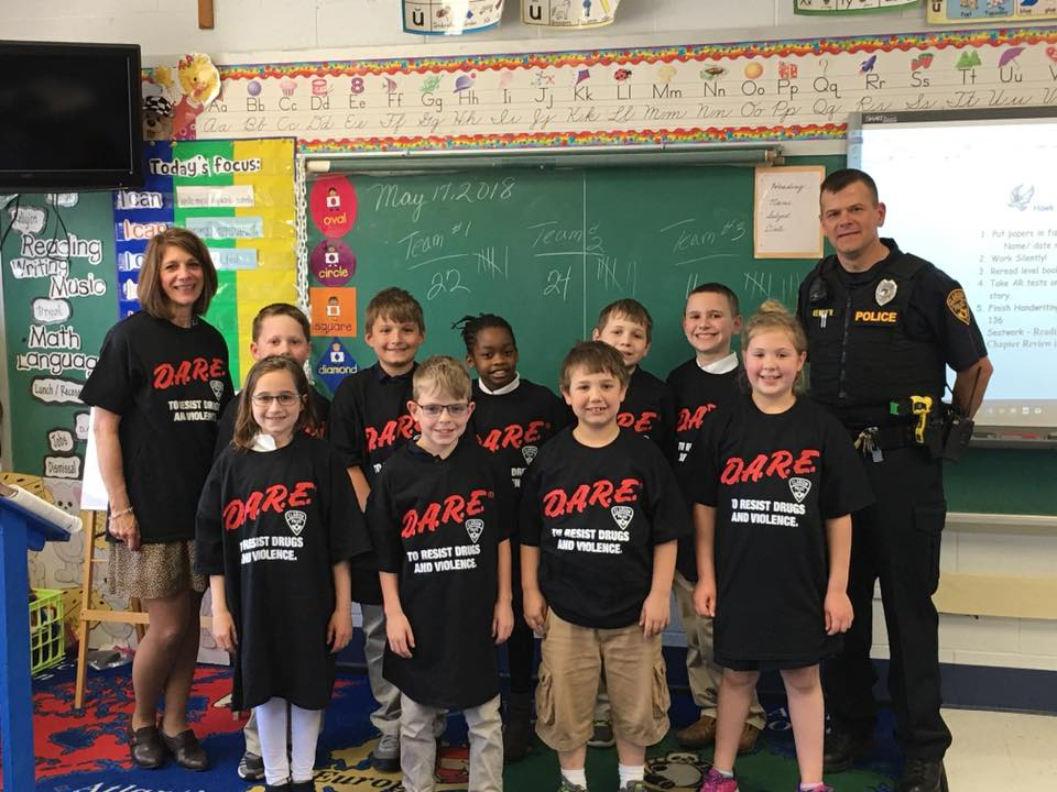 Officer Kemmer visiting IC to teach 3rd graders about the DARE program. Courtesy of IC Clarion.