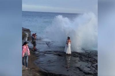 Newlyweds-taking-wedding-photos-soaked-by-rogue-wave