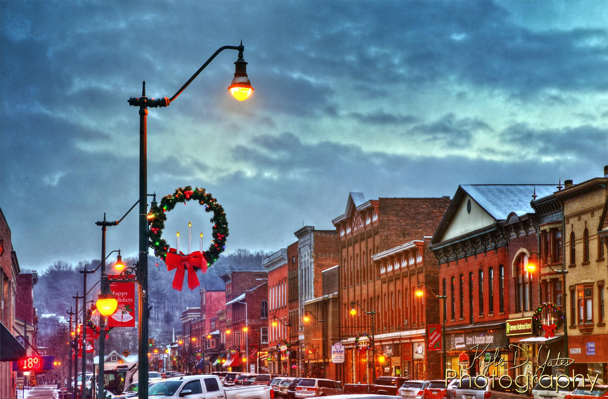 Brookville decorated for the holidays. Courtesy of Kyle Yates Photography.
