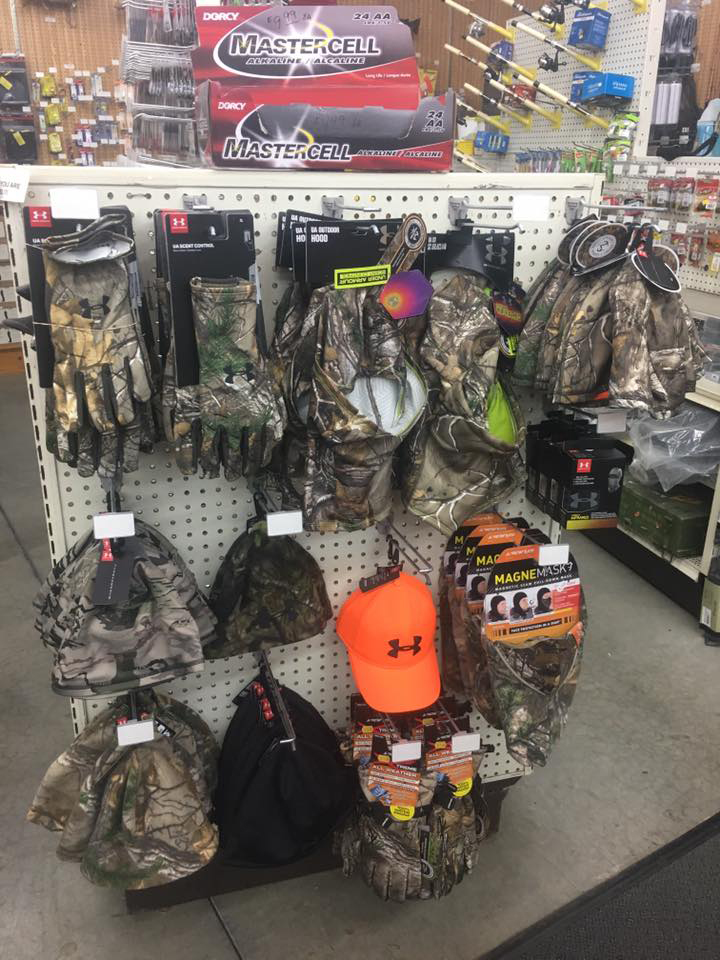 sportsmen outfitters hat and glove