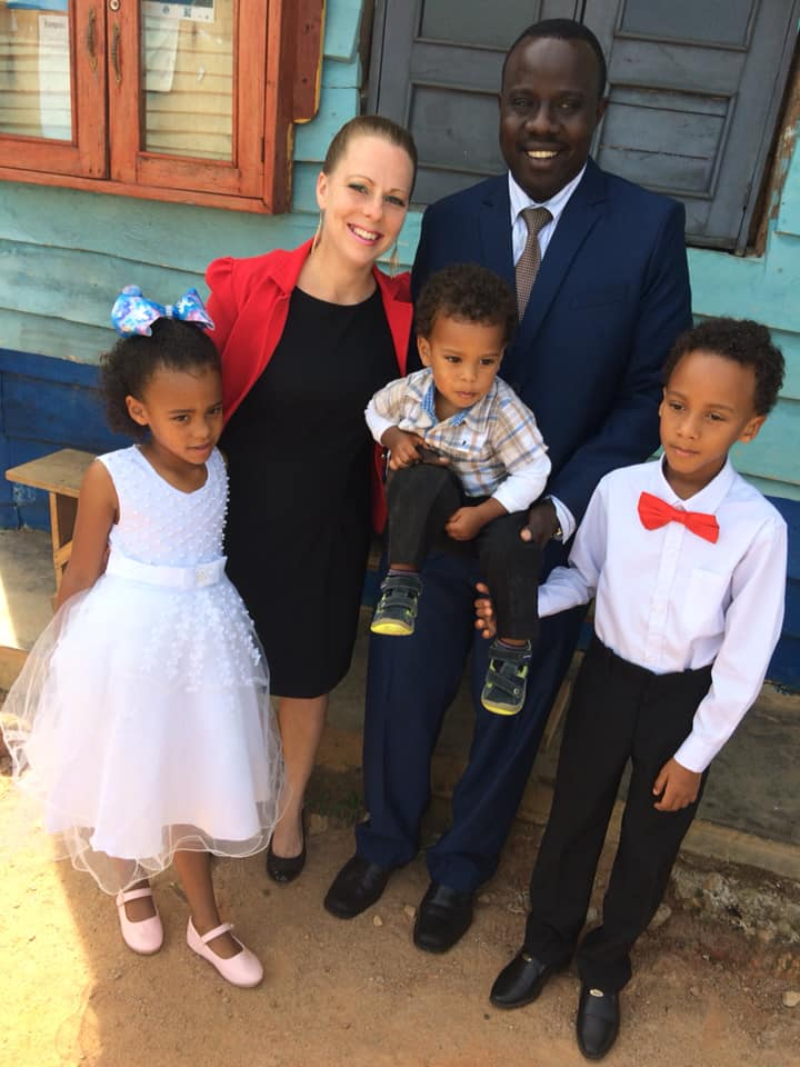 Alissa Cooper Sande with husband Victor and family.