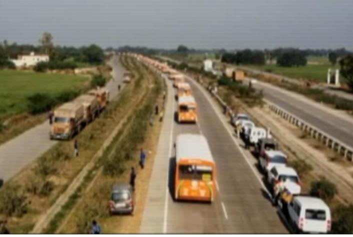 Parade-of-500-buses-breaks-Guinness-World-Record