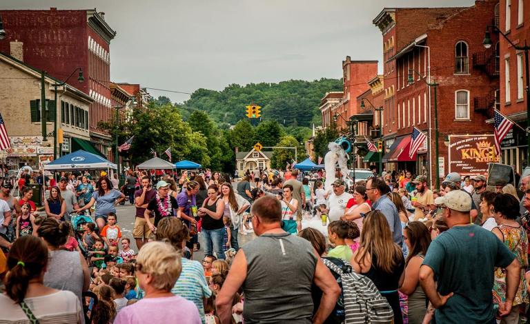Brookville-Laurel-Festival-2018-Main-Street-Crowd