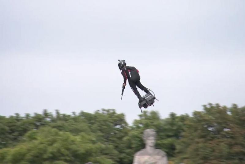 French-inventors-flyboard-draws-attention-at-Bastille-Day-celebration