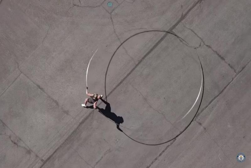 Las-Vegas-woman-spins-worlds-largest-hula-hoop