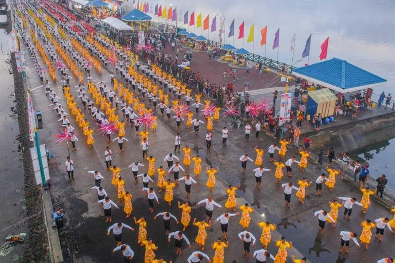 7127-perform-folk-dance-in-Philippines-for-Guinness-record