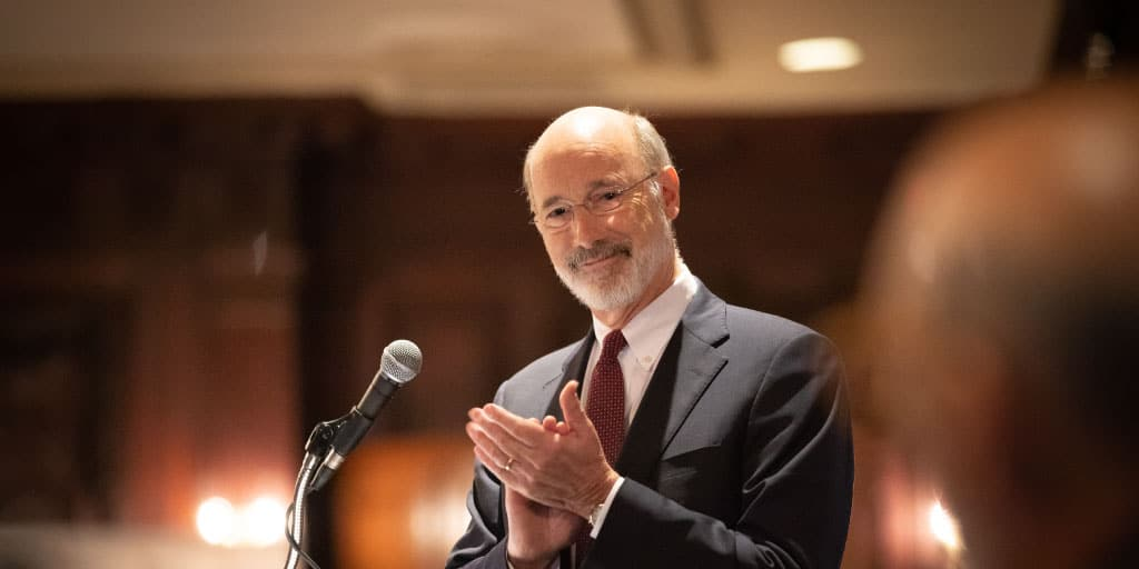 governor-wolf-applauding
