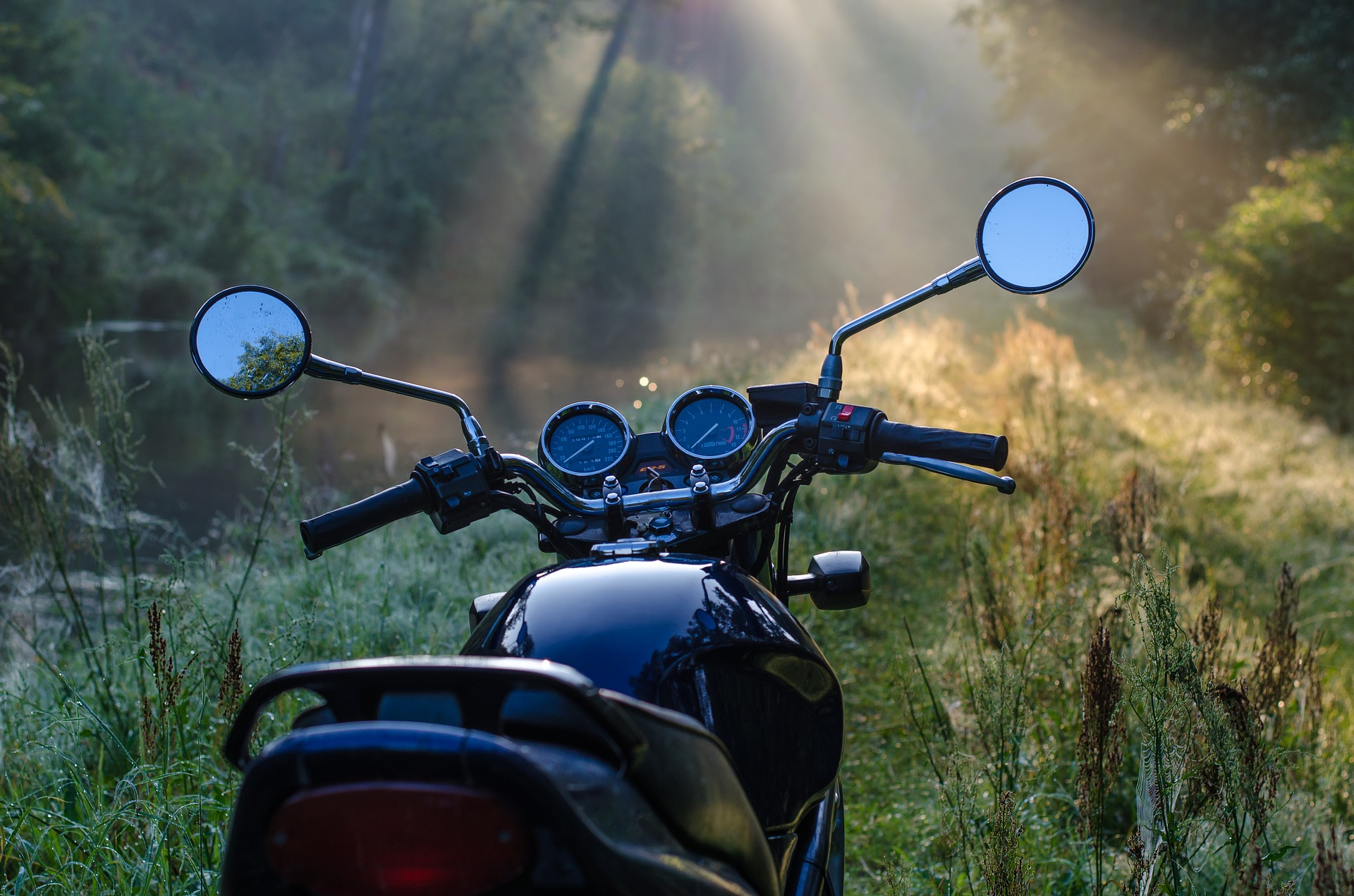 motorcycle-1953342_1920 (1)