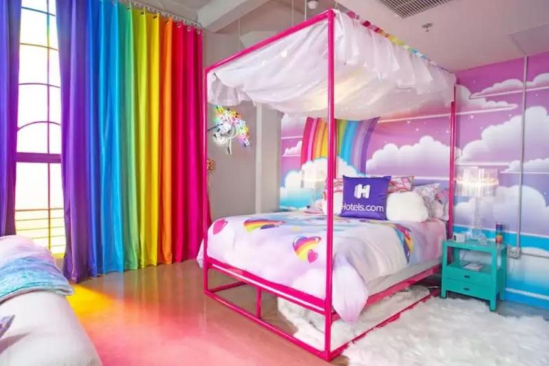 Lisa-Frank-hotel-room-features-colorful-designs-from-90s-school-supplies