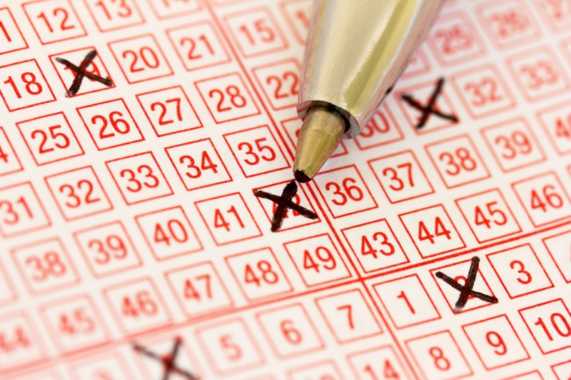 Couple-to-get-matching-tattoos-of-winning-lottery-numbers