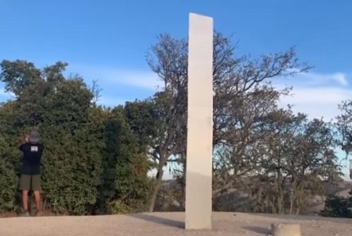 California-monolith-becomes-the-third-to-appear-and-disappear
