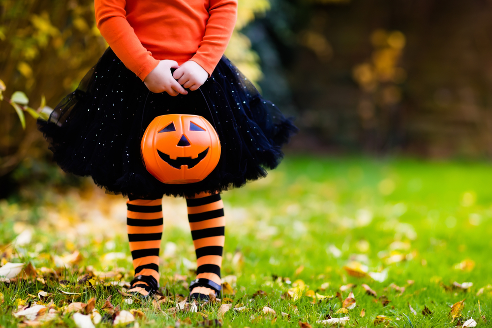 Little,Girl,In,Witch,Costume,Playing,In,Autumn,Park.,Child